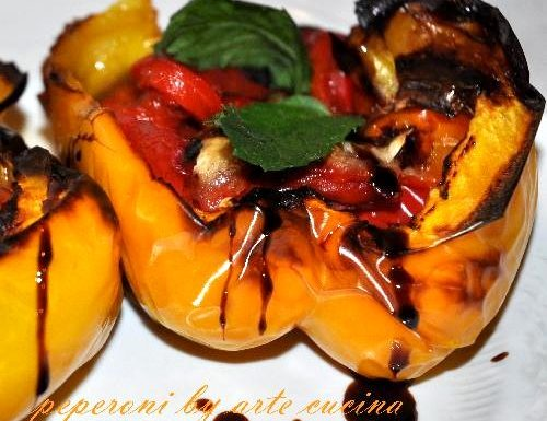Peperoni ripieni peperoncini piccanti pomodori