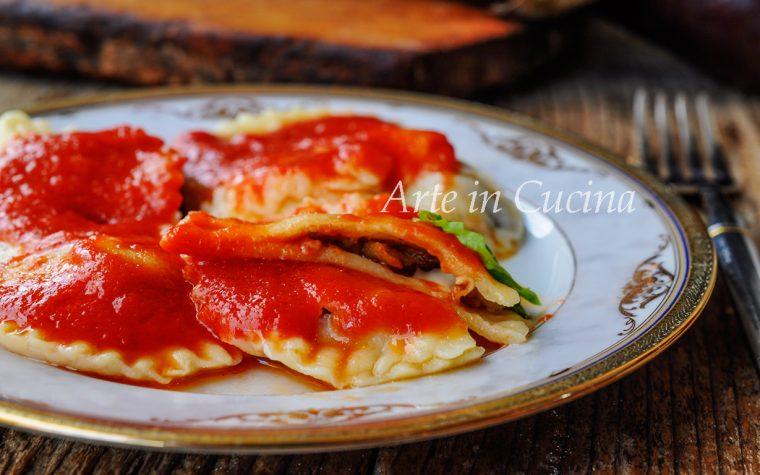 Ravioli melanzane e salsiccia con pasta fresca