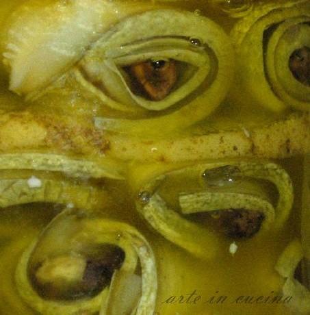 Zucchine e noci sott'olio