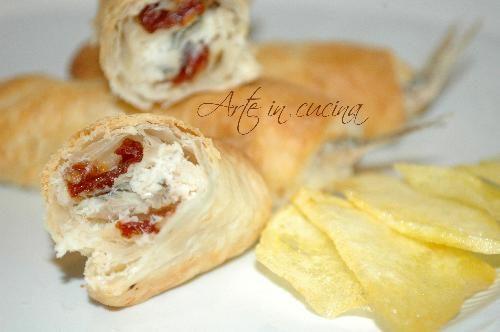 Alici in crosta con pomodori secchi e chips di patate