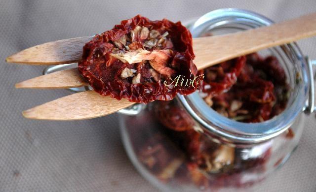 Pomodori secchi con spezie in salamoia, conserve