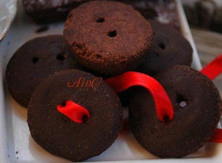 Bottoncini dolci, biscotti al cioccolato con glassa
