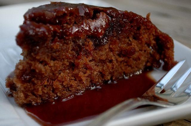 Buon anniversario con torta al cioccolato e pepsi