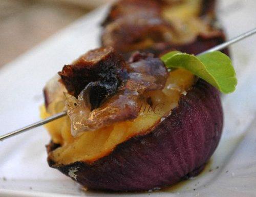 Cipolle rosse ripiene con cavolfiore e salsiccia, senza glutine