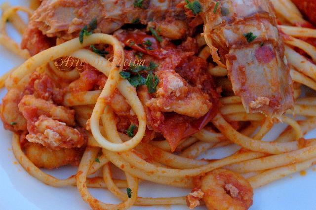 Linguine astice, cicale e gamberetti arte in cucina