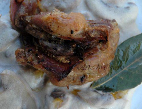 Pollo ripieno con contorno di funghi al latte