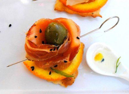 Sfoglie croccanti con speck all'olio d'arancia
