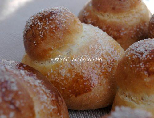 Brioche col tuppo siciliane farcite con nutella