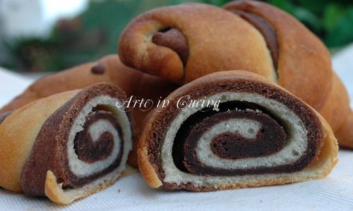 Cornetti brioche e pasta sfoglia veloce al cioccolato