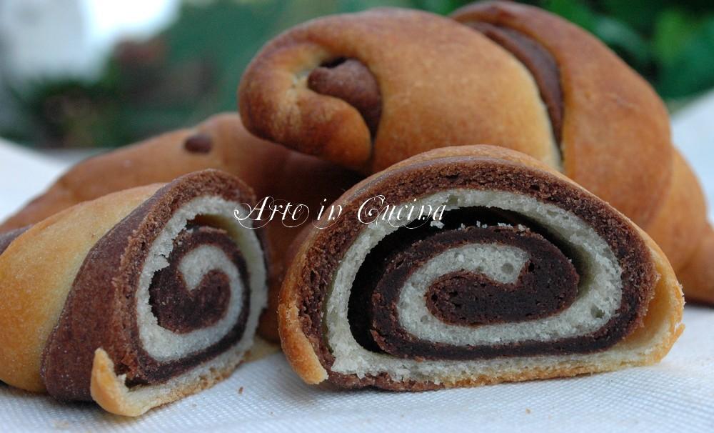 cornetto pasta sfoglia cioccolato