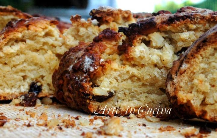 Pan brioche con pasta madre marmellata e mandorle