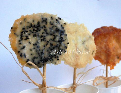 Biscotti salati al formaggio su stecco