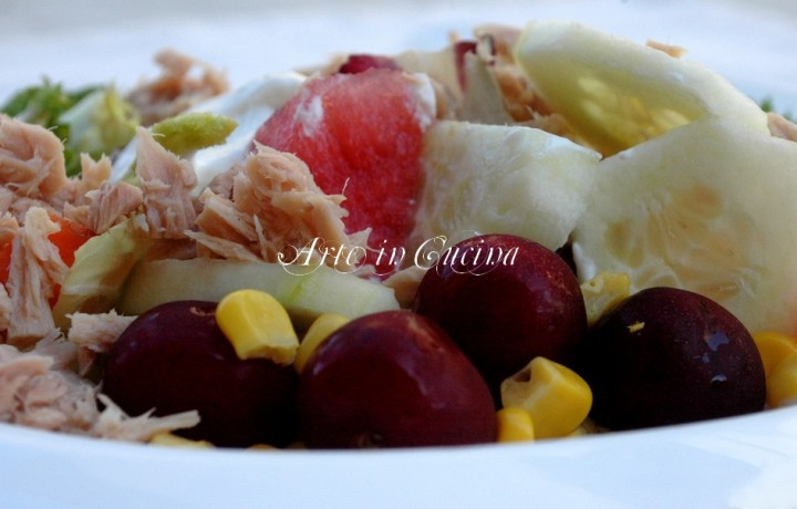 Insalata light tonno frutta yogurt greco