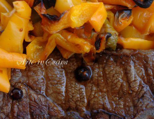 Carne marinata al forno con peperoni