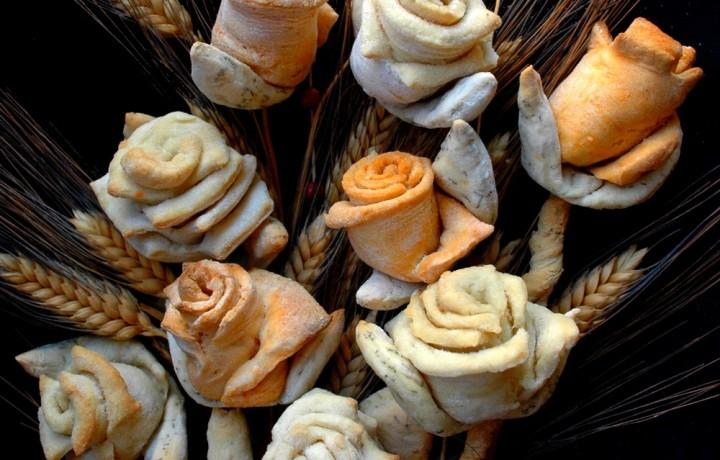 Pane per le feste rose di pane in bouquet