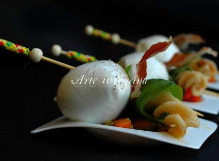 Pasta con zucchine verdure pancetta e mozzarella di bufala