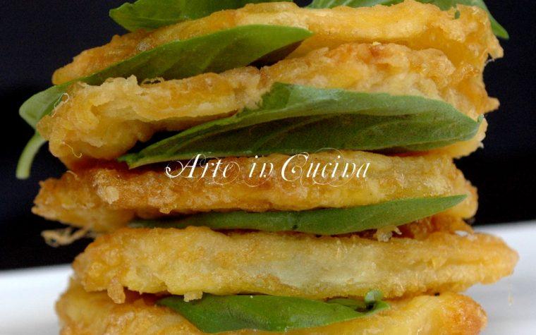 Patate fritte all'uovo con cipolla e basilico