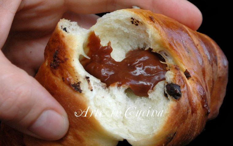 Brioche con marmellata e cioccolato