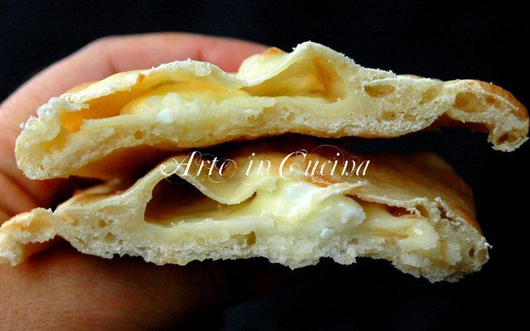 Calzone al formaggio con impasto senza lievito