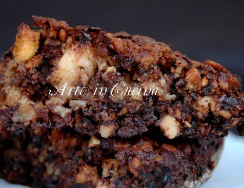 Meringa al cioccolato con mandorle e nocciole