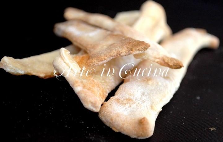 Stuzzichini veloci di pane al formaggio senza lievito