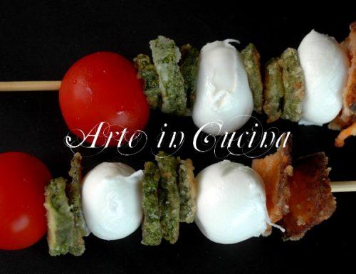 Spiedini di zucchine mozzarella e pomodori