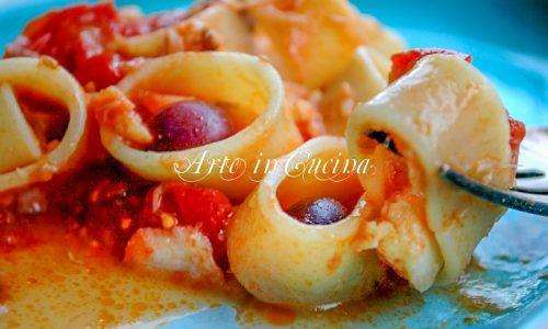 Calamarata con baccalà e pomodori ricetta veloce