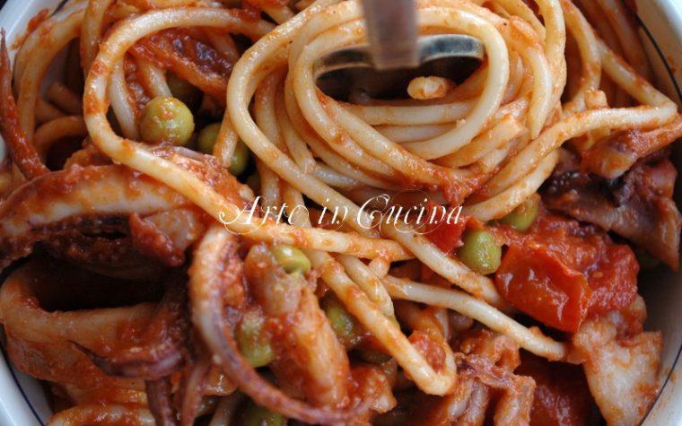 Spaghetti calamari e piselli ricetta facile