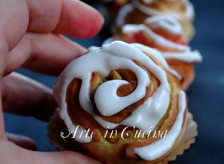 Torta di rose segnaposto dolce per la tavola delle feste