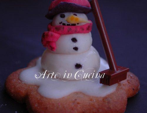 Biscotti natalizi decorati con pupazzo di neve