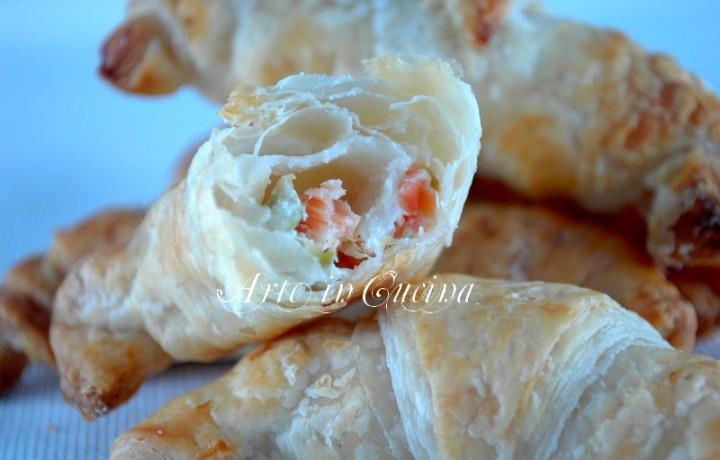 Antipasto cenone di capodanno cornetti salmone e olive