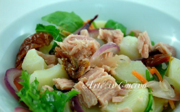 Insalata di patate cipolle e tonno ricetta facile