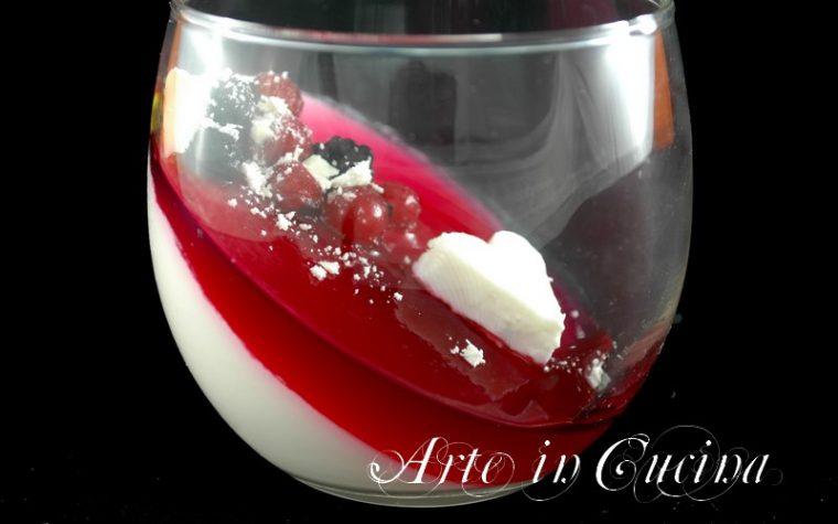Panna cotta cioccolato bianco e gelatina di frutti rossi