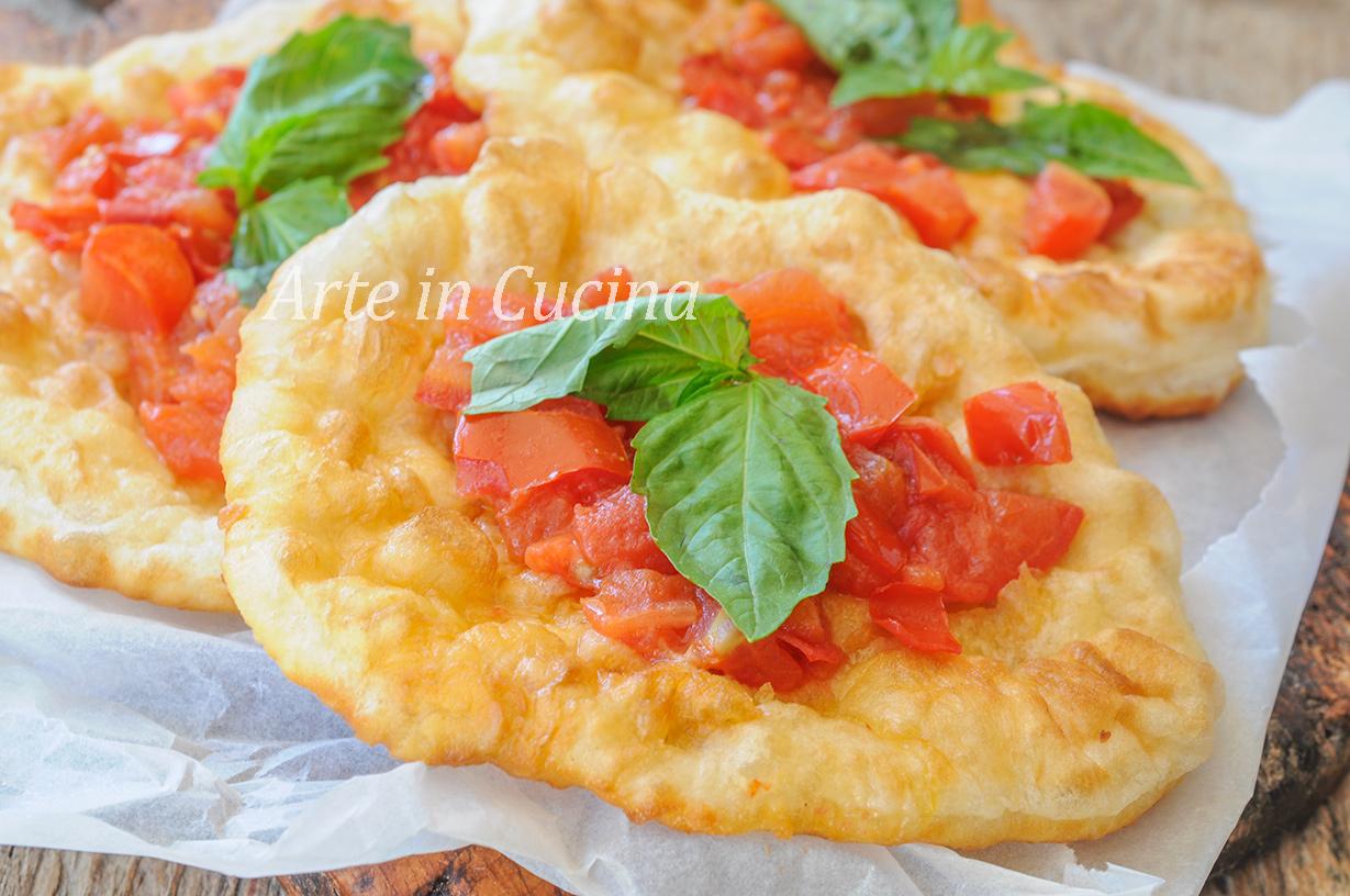 Ricetta Impasto Pizza Fritta Napoletana.Pizza Fritta Napoletana Ricetta Facile E Veloce