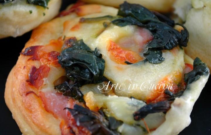 Girelle di pizza con spinaci e prosciutto