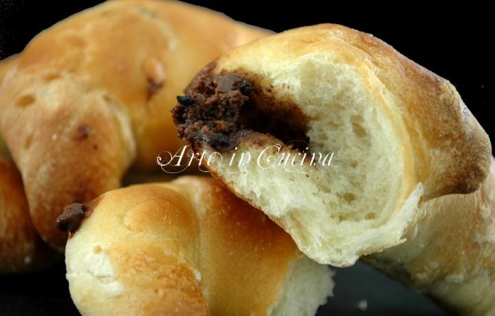 Cornetti con nutella ricetta facile per la colazione