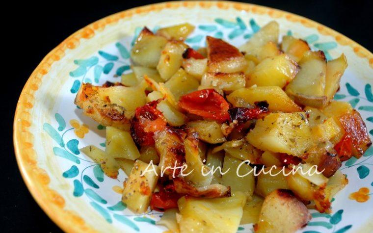Patate al forno con pomodoro saporite