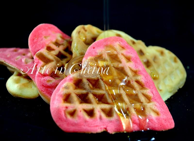 Waffel o gaufre colorati a colazione ricetta veloce arte in ccucina
