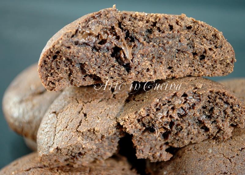 biscotti al cacao ripieni al cioccolato