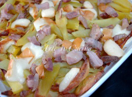 Teglia di patate al forno con scamorza ricetta facile