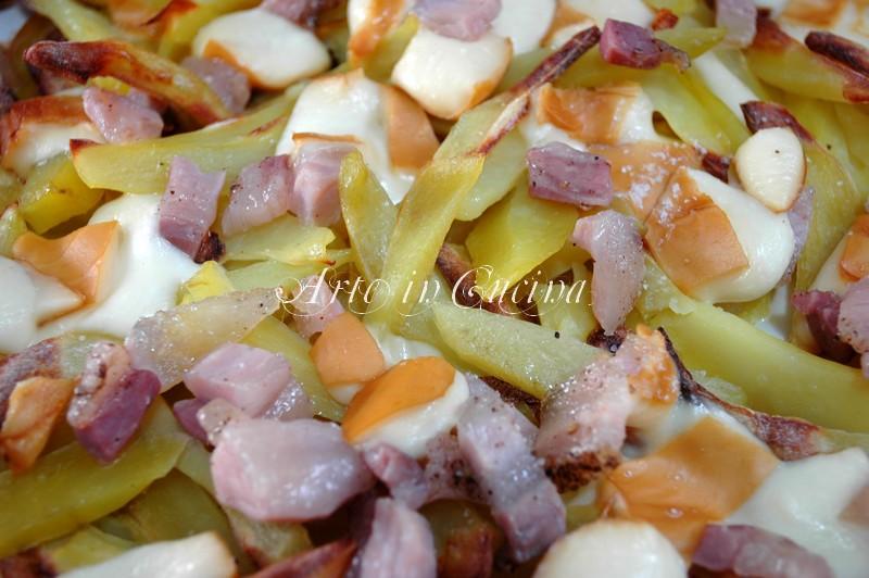 teglia di patate al forno con scamorza e pancetta ricetta facile arte in cucina