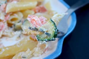 Penne al salmone con zucchine