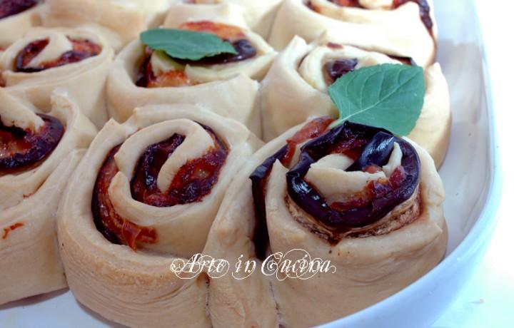 Torta di rose salata alle melanzane per feste e buffet