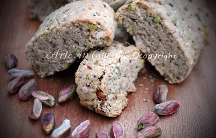 Cantucci salati ai pistacchi e mandorle