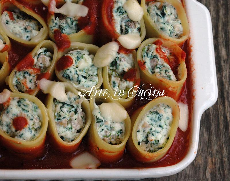 Paccheri ripieni di ricotta e spinaci con salsiccia ricetta arte in cucina