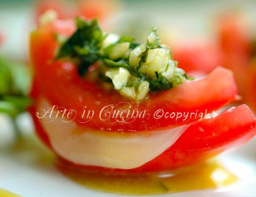 Pomodori ripieni di formaggio e pesto