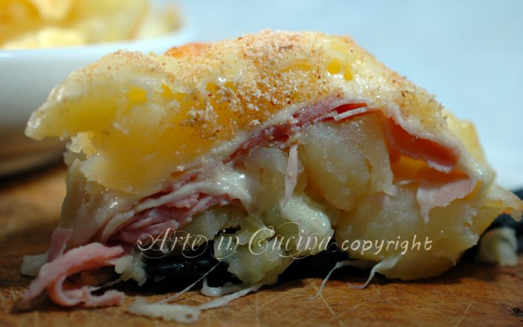 Torta di patate prosciutto e provola
