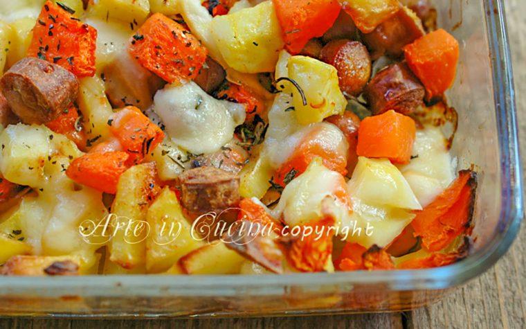 Patate e zucca al forno con wurstel e scamorza