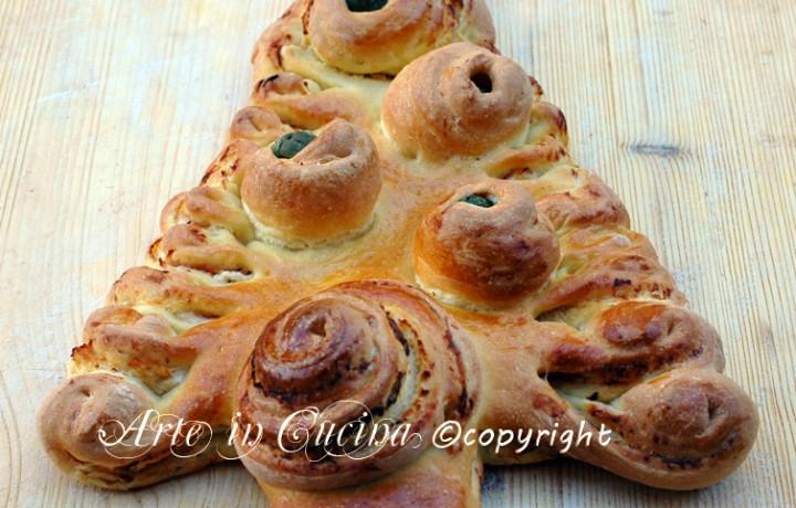 Albero di pan brioche salato farcito
