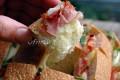 Pane ripieno di formaggio e prosciutto
